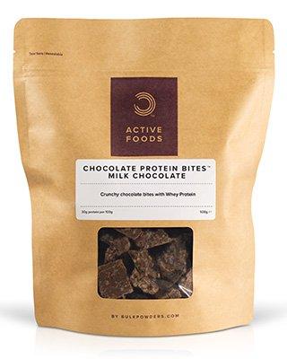 BULK POWDERS™ Protein Snack Schokolade sind ein vorzüglicher proteinreicher Leckerbissen! Diese mundgerechten Schokoleckereien vereinen feinste Schokolade mit hochwertigem Protein zu einem unglaublich köstlichen
