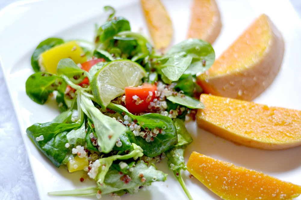 Read more about the article Quinoasalat mit gebackenem Kürbis